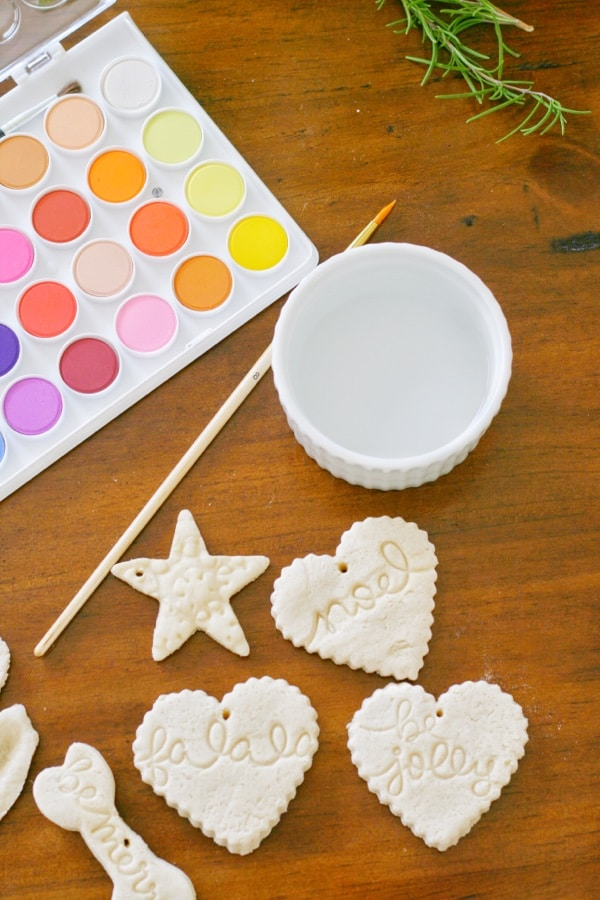 Use watercolors to decorate your christmas ornaments