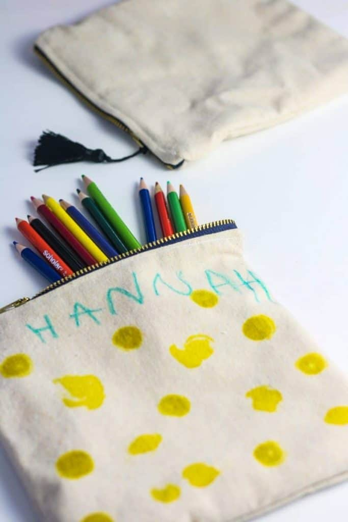 Learn how to make a zipper pouch with a liner.