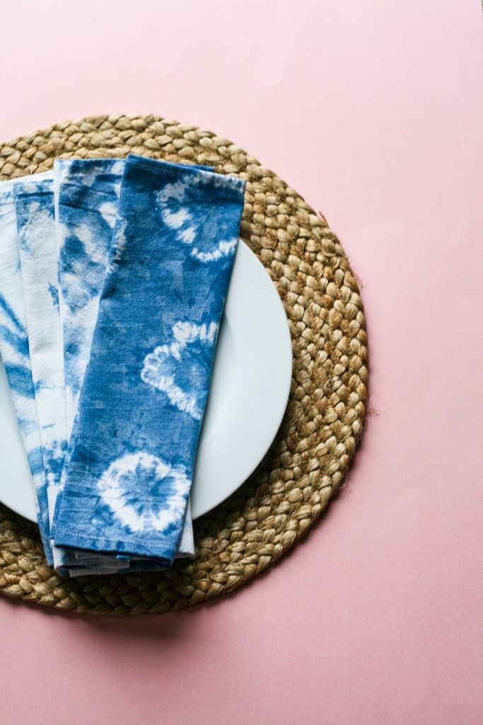 DIY Shibori Cloth Napkins : Cute Cloth napkins just in time for Spring! Make some for yourself or gift one to someone you love! These napkins are easy to make, beautiful, unique and look good on any table.