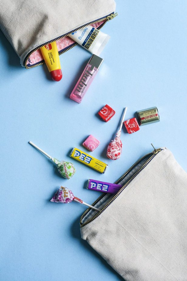 Easy DIY Zipper Pouch with Lining to Hold Your Everything - Learn how to make this adorable DIY zipper pouch with lining. With just a few materials and little time, you can make one for you and one for a friend!
