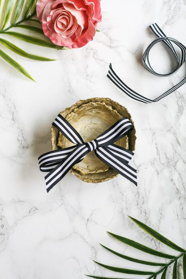 diy gold nesting bowls. Makes a great gift or a pretty catch-all for everyday small items!