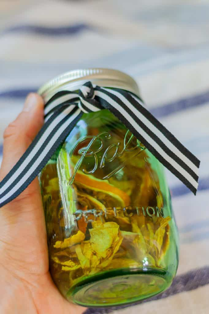 Create a gift potpourri by placing in a mason jar