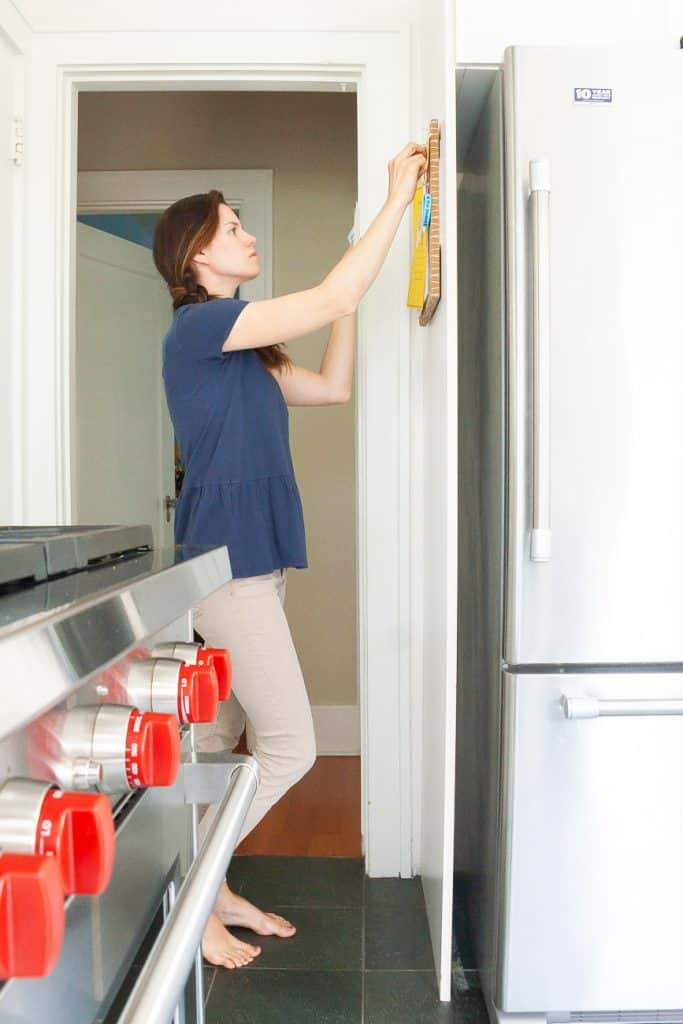Declutter your home fast with these 7 easy tips and tricks! And help keep it that way. #cleaningtips #organize #konmari #declutter