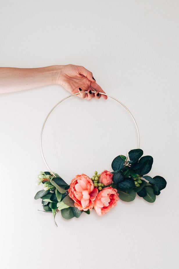 How to Make a DIY Hoop Wreath