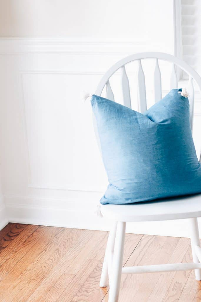 With minimal fabric cuts and minimal sewing, you can whip together a cute envelope pillow cover in no time! Discover my super quick version for pulling together some diy pillow covers. Get the full tutorial here.