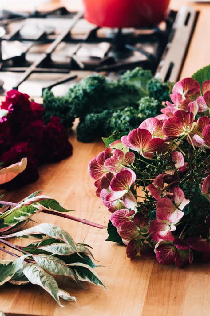 Learn to do your own diy flower arranging with this simple formula. Even with grocery store flowers!