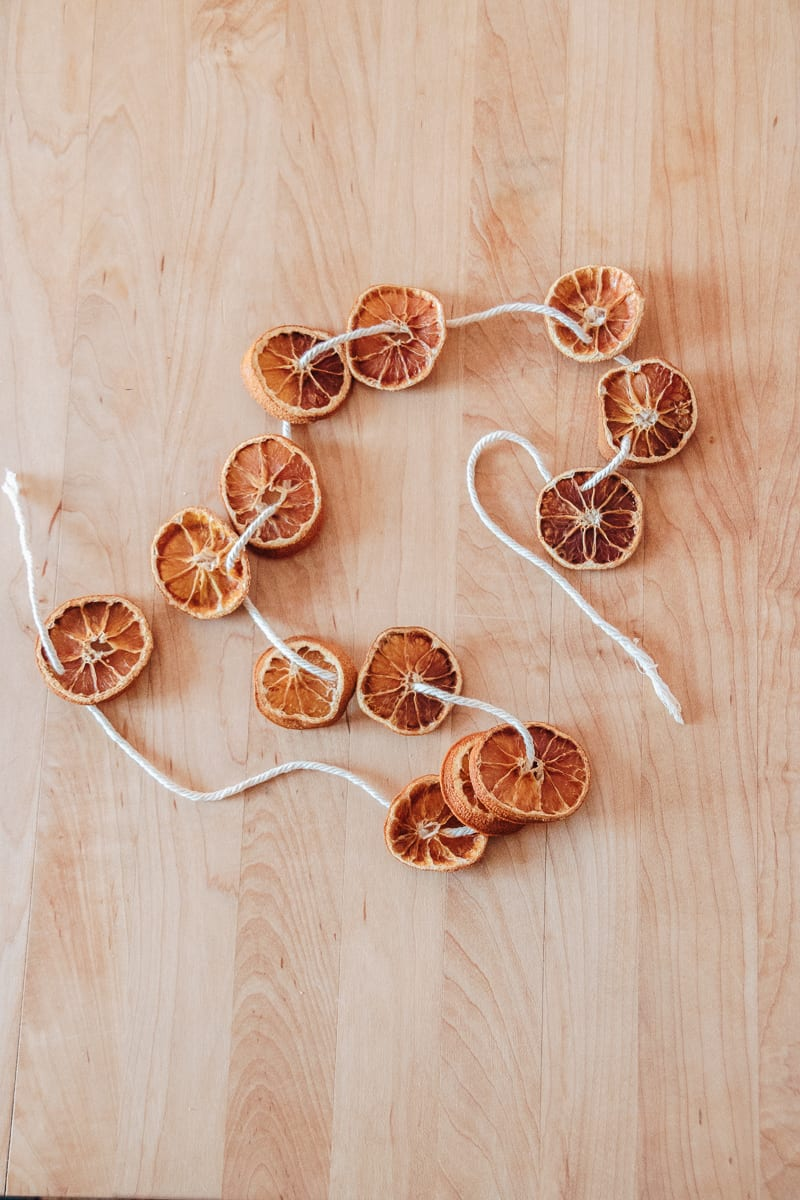 DIY Dried Orange Garland.  Make this pretty garland just in time for the holiday seasons.  You will be surprised how many ways you can use these garlands to decorate.  #diyhomedecor #falldecorideas #christmas #christmascrafts