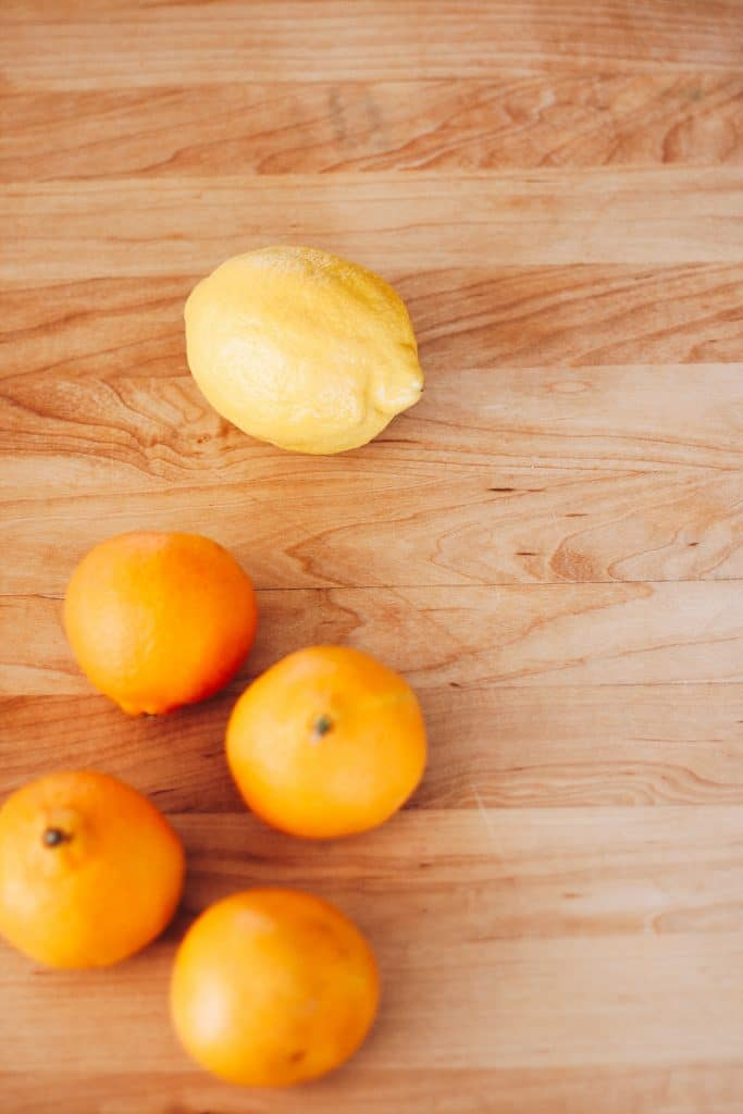 Make a gorgeous dried orange garland.#diyhomedecor #falldecorideas #christmas #christmascrafts