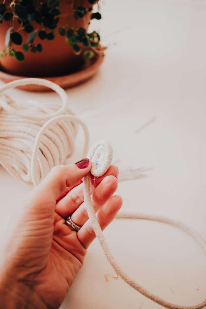 Make these stylish diy rope baskets using your sewing machine and some cotton cording or clothesline. Full Tutorial inside! #diy #homemade #homedecorideas #homedecor #sewing