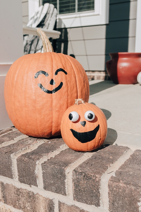 18 Awesome Halloween Decor Ideas - Here are some of the best Halloween Decor Ideas out there - and they can all be done pretty quickly!  Every year, you can buy a little something new, and before you know it, you'll be ready each and every year once October rolls around.