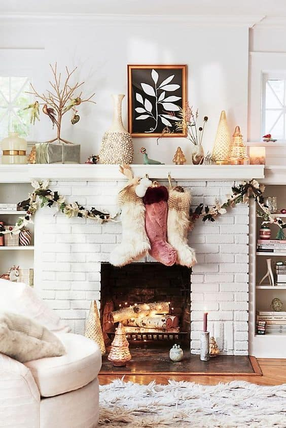 21 Christmas Mantel Garland Ideas You'll Love - Christmas mantel garland ideas you'll love.  Get some holiday decorating inspiration!