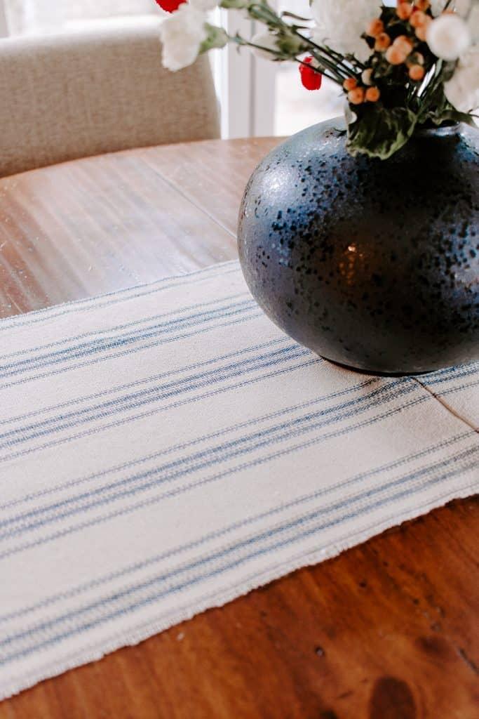 DIY Table Runner for Christmas! #christmascrafts #sewing #christmasdecor #farmhousedecor