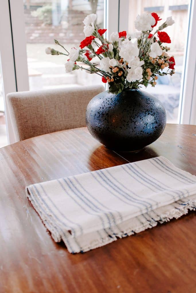 DIY Table Runner for Christmas! #christmascrafts #sewing #christmasdecor #farmhousedecor
