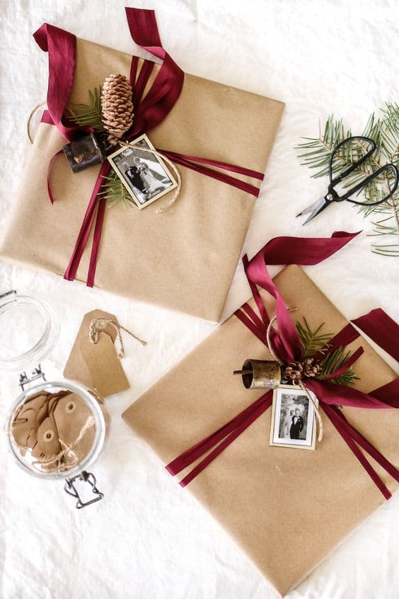 Festive Brown Paper Wrapping Ideas for Christmas. #christmasgifts #giftwrapping #giftwrappingideas