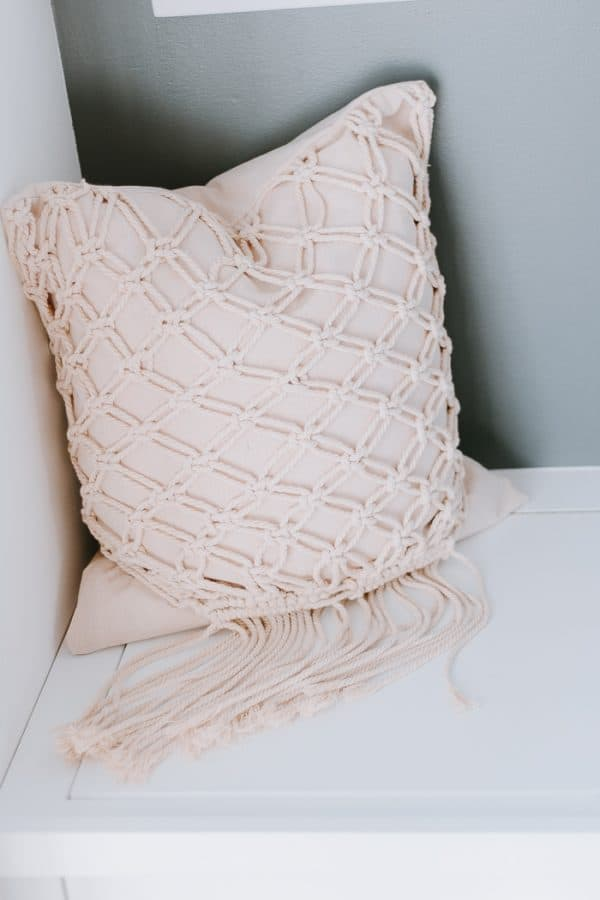 DIY Macrame Pillow - Easy and Fun macrame project - #macrame #macrameknots #macramediy
