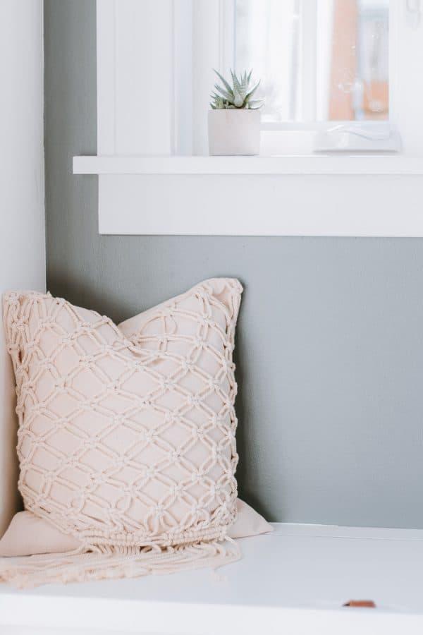 DIY Macrame Pillow - Easy and Fun macrame project - #macrame #macrameknots #macramediy