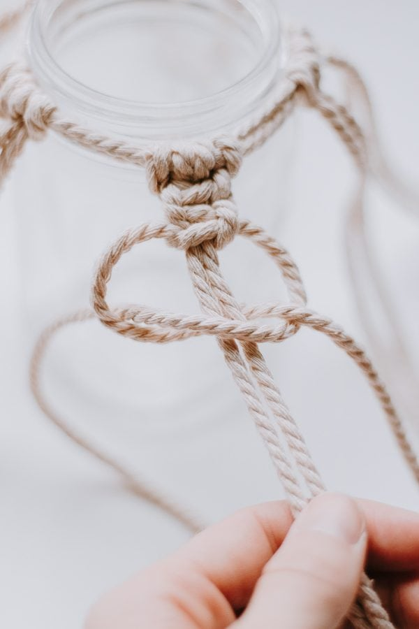 create spaced out square knots