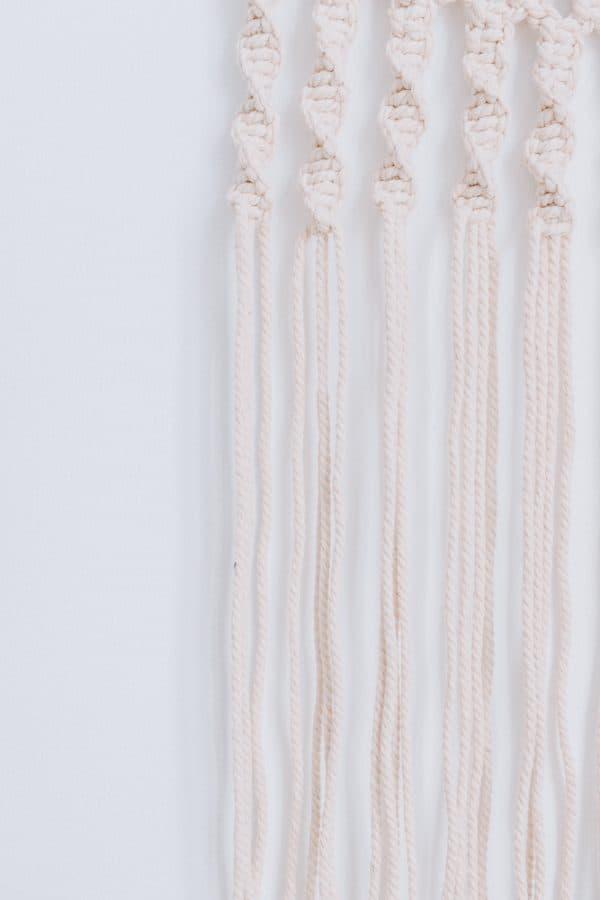 Simple Modern DIY Macrame Wall Hanging #macrame #macrameknots #bohodecor #macramediy