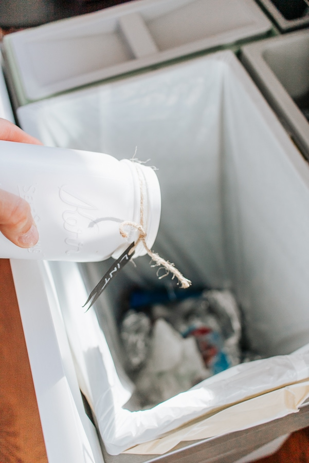 DIY Magnetic Mason Jar Lint Bin - just empty it as needed and replace back on your dryer. Easy and fun project to help organize your Laundry Room.