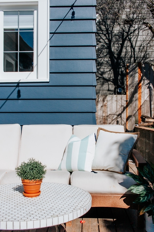 DIY Outdoor Pillows - Inexpensive and Easy Method for Making Outdoor Throw Pillows