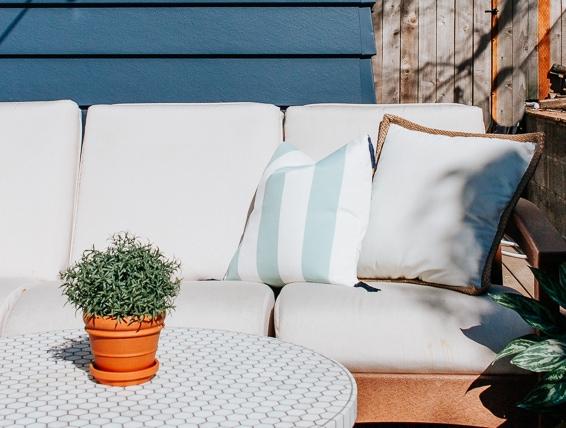 DIY Outdoor Pillows - Inexpensive and Easy Method for Making Outdoor Throw Pillows #diy #homedecorideas #exterior #patio