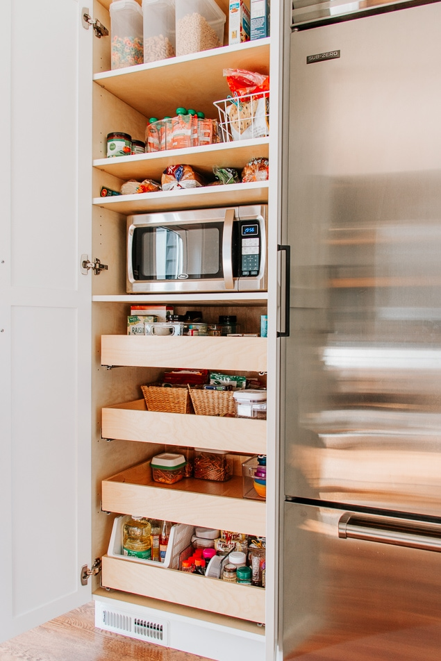 Organize your Pantry in just 5 Simple Steps!  Save this pin and click through for all the tips.  #pantry #organize #organization #kitchen