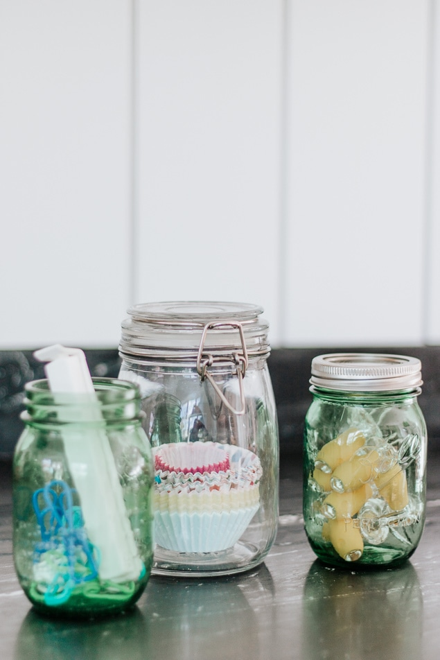 Mason Jars are your friend. Organize your Pantry in just 5 Simple Steps! Save this pin and click through for all the tips. #pantry #organize #organization #kitchen