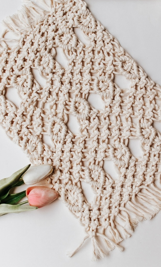 Macrame Placemats with only three knots!  Square knots, double half hitch and lark's head.   Click through or save this pin for the full tutorial!  #macrameknots #kitchendecor #macrame