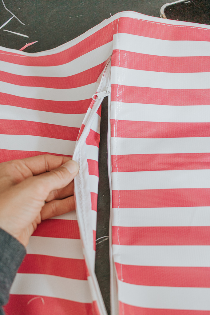 Sew a zipper on oilcloth