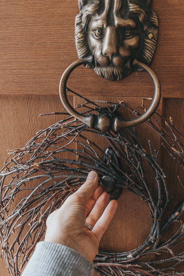 hang a wreath door