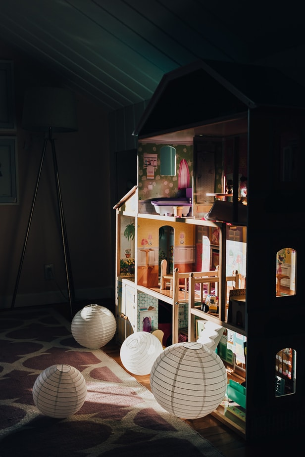 showing a photo of a dollhouse - girls room decor - decor Hint - christmas gift ideas for kids