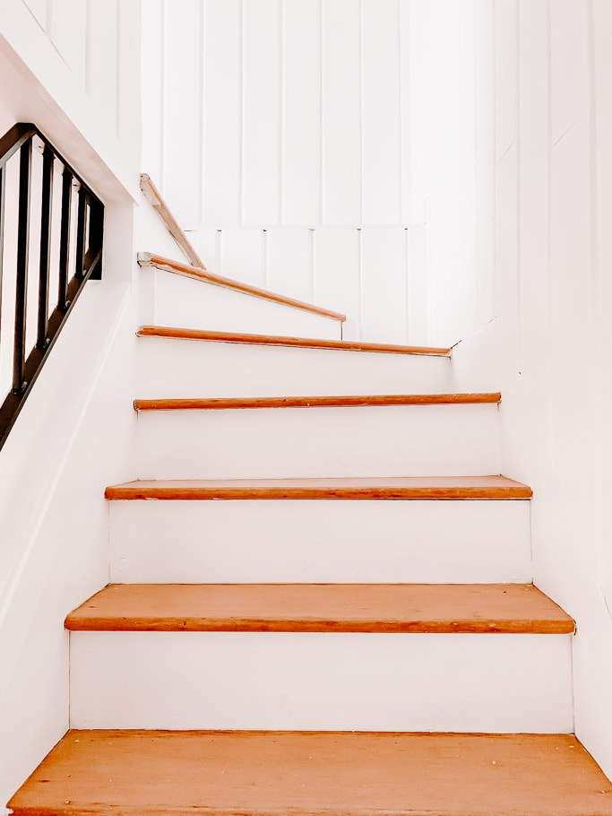 Pie Steps - Curvy Wood Staircase - Stair Runner Install