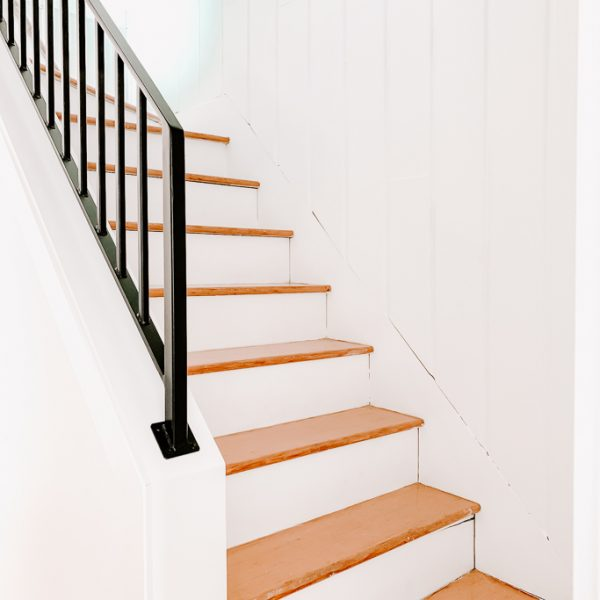 Pie Steps - Curvy Wood Staircase - Stair Runner Install