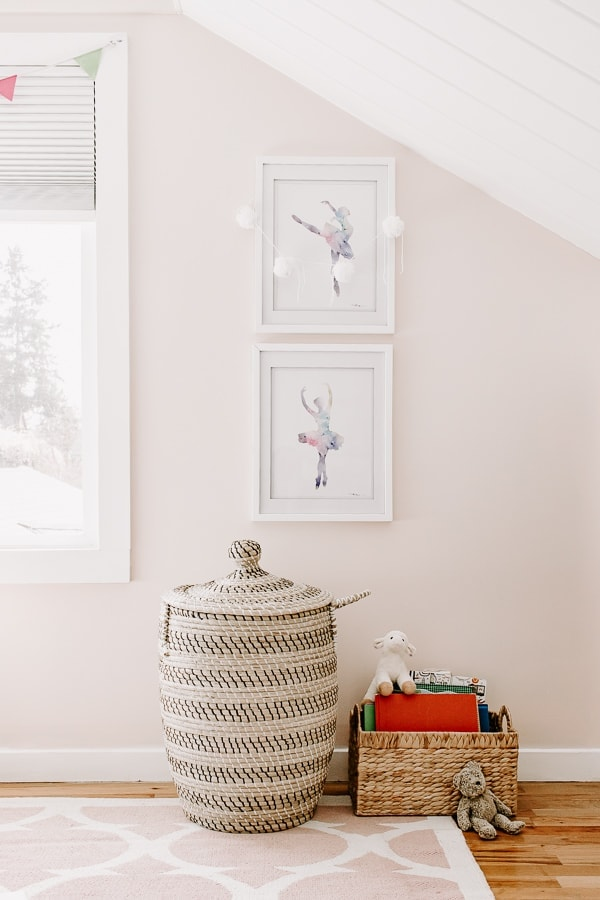 DIY Pom Pom Garland in Girls Bedroom