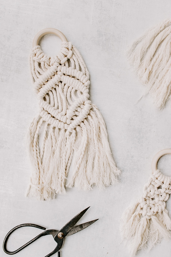 Double half hitch knots on a DIY mini macrame wall hanging