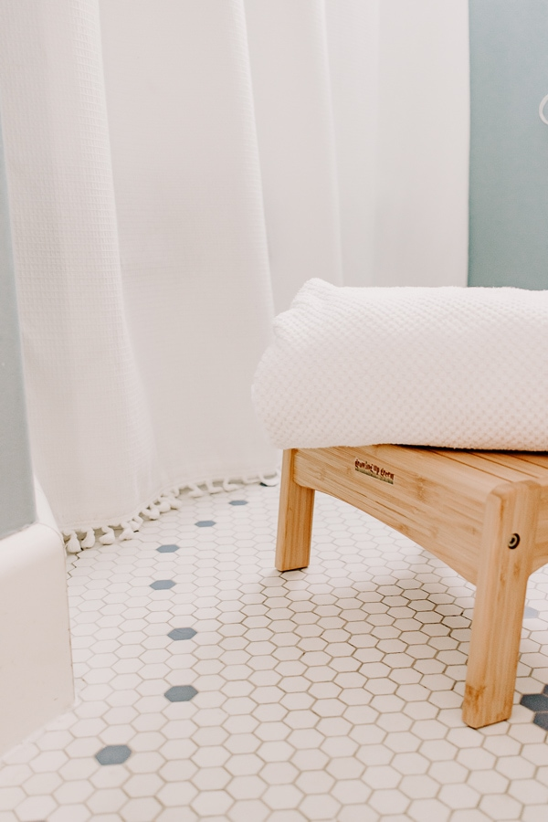 Use white fluffy towels in your bathroom