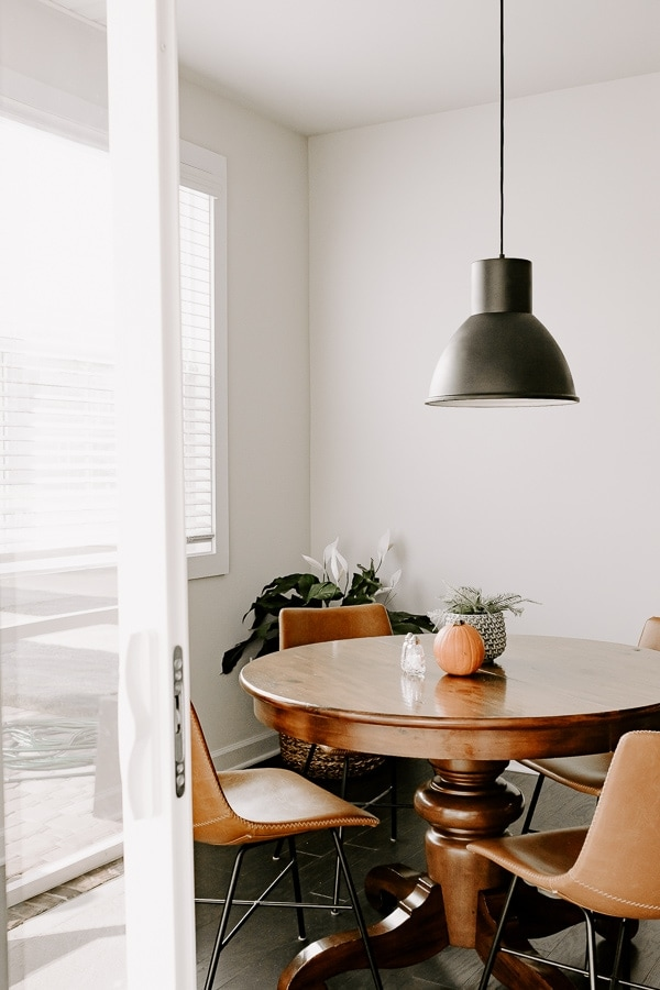 black pendant light fixture in a breakfast nook with leather chairs