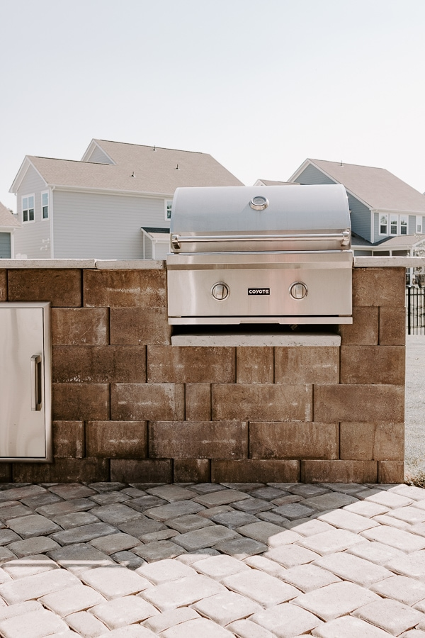 built in grill outside - clean your grill as part of your home maintenance checklist printable