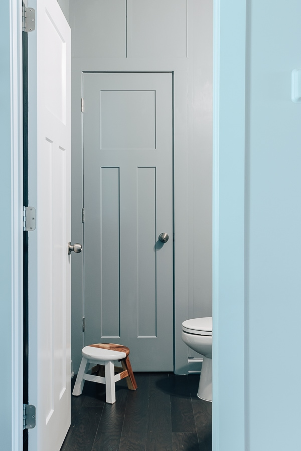 diy board and batten wall in a powder room, painted babbling brooke by sherwin williams