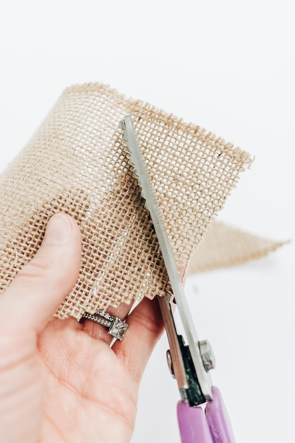 use pinking shears to cut burlap