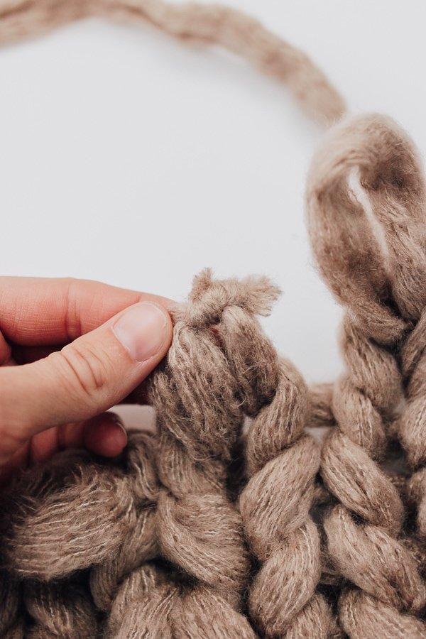how to hide a knot in a chunky knit blanket