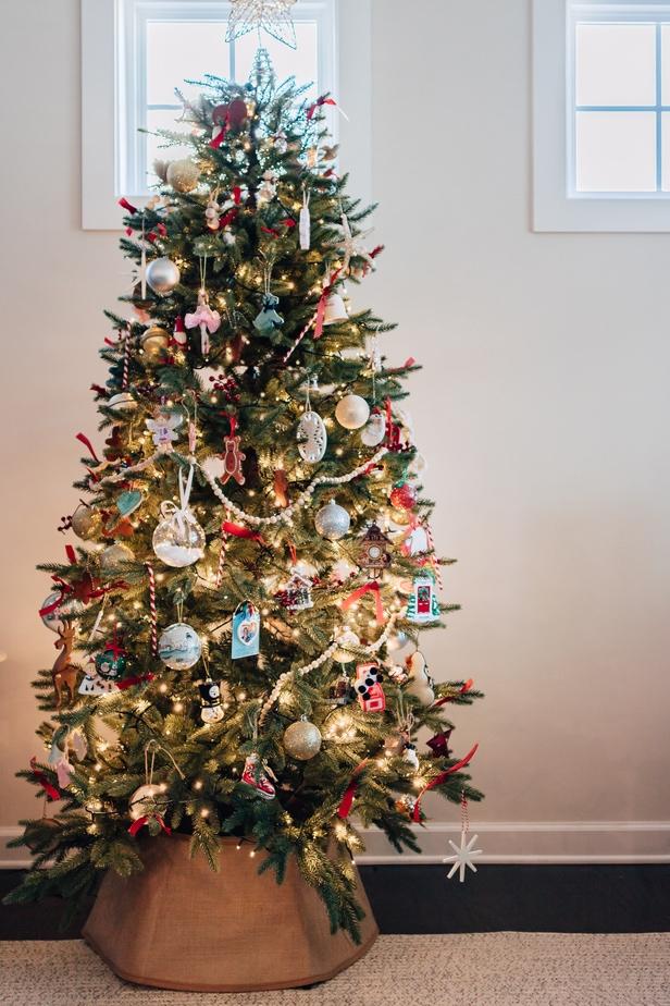 christmas tree with burlap tree collar