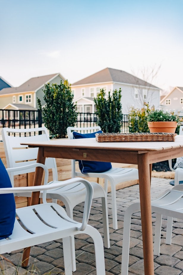 Outdoor Patio Dining Set with Rooms to Go