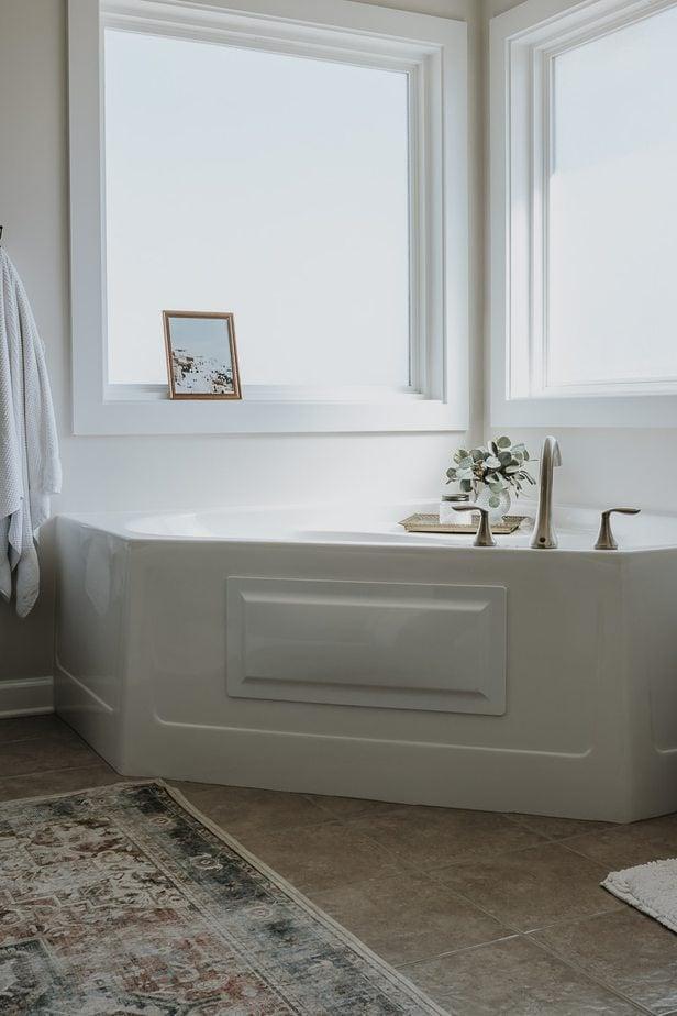 Bathroom Tub showing Ruggable Rug on Floor