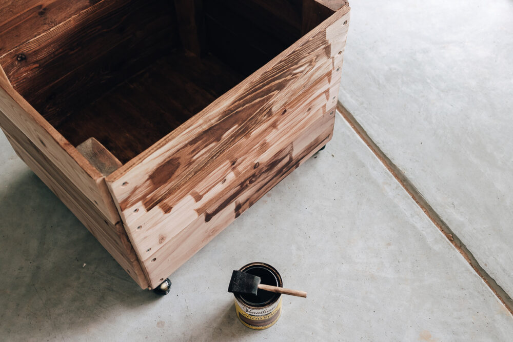 easy diy toy box - get the full tutorial in the post! Wood stain is early american