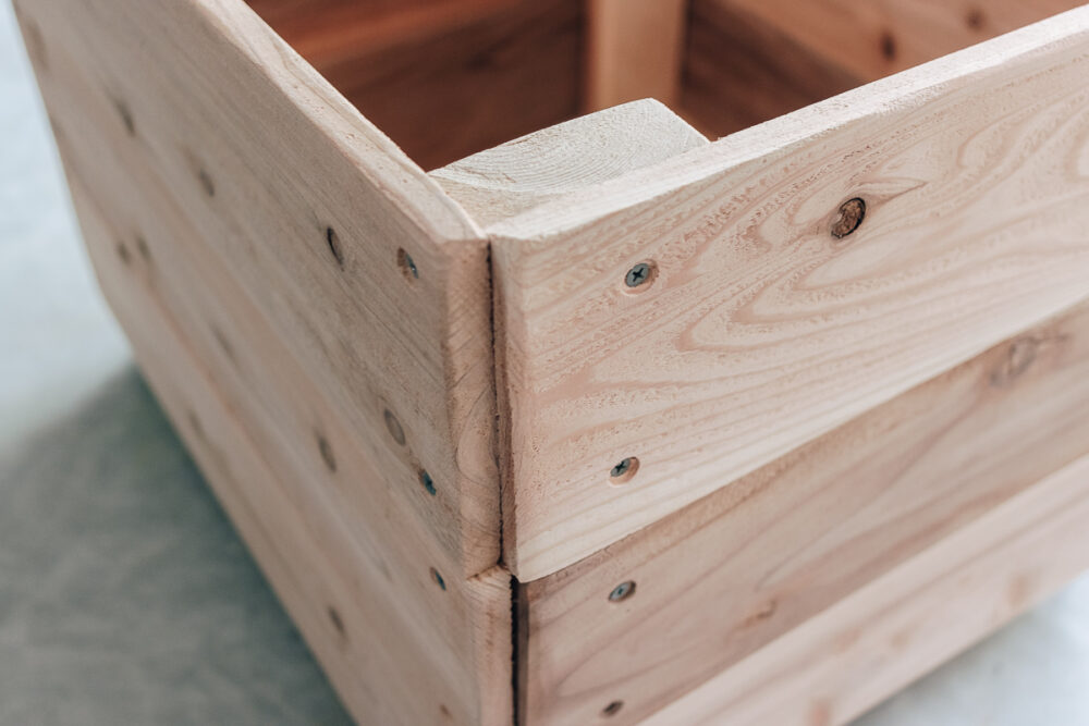 easy diy toy box - get the full tutorial in the post!