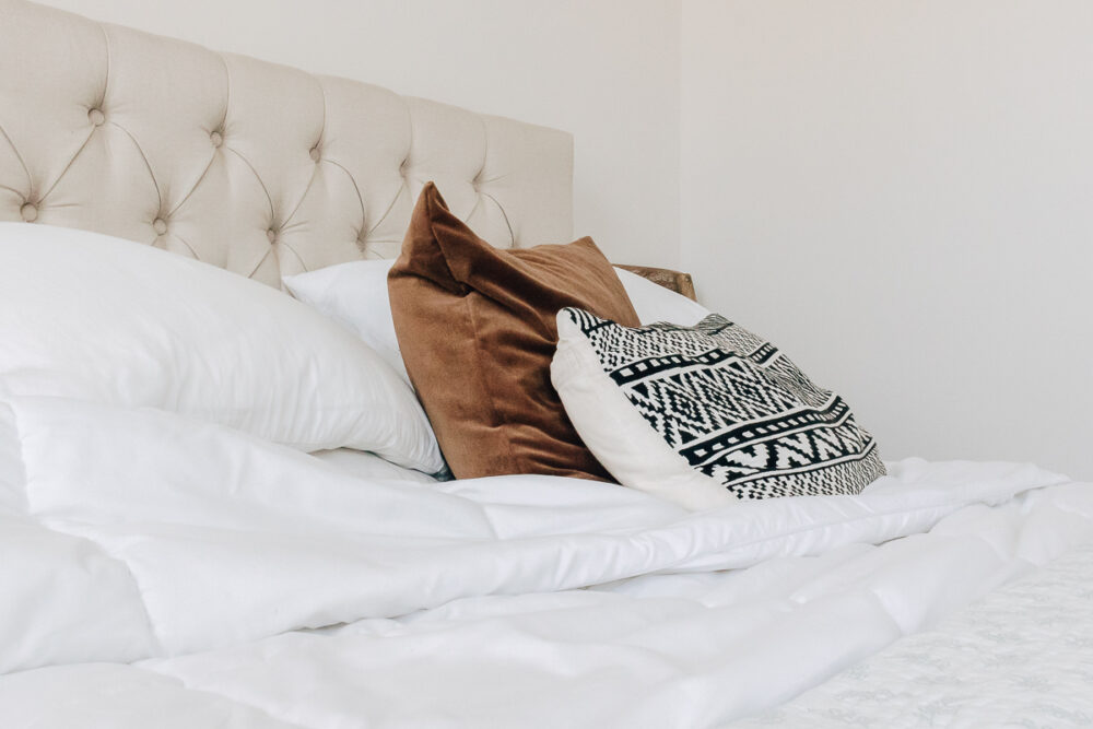 how to keep white sheets white - my tips for keeping your white bedding white and bright